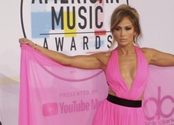 Jennifer Lopez Looks Cheap & Dated in Floor-Length Fuchsia Gown